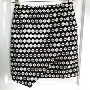 ✨ H&M asymmetrical patterned skirt
